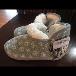 New Muk Luks Cozy Lined Slippers M 7-8, L 9-10